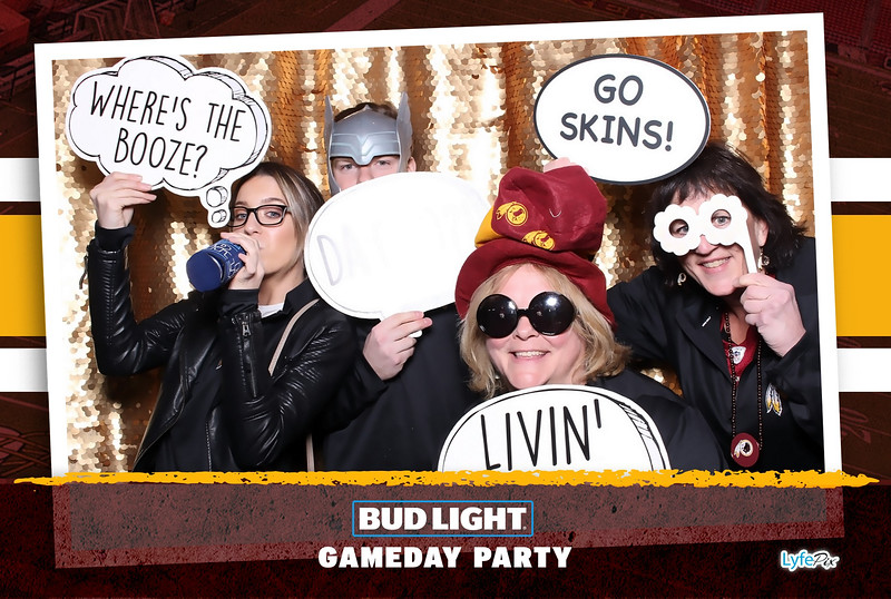 washington-redskins-philadelphia-eagles-football-bud-light-photobooth-20181203-215858.jpg