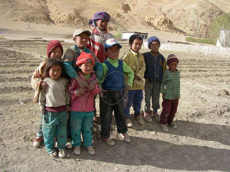 Kids from village south of Tashi Zong (4.220m = 13,845ft)
