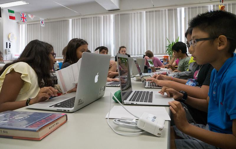 grade 6 laptops-1060895.jpg