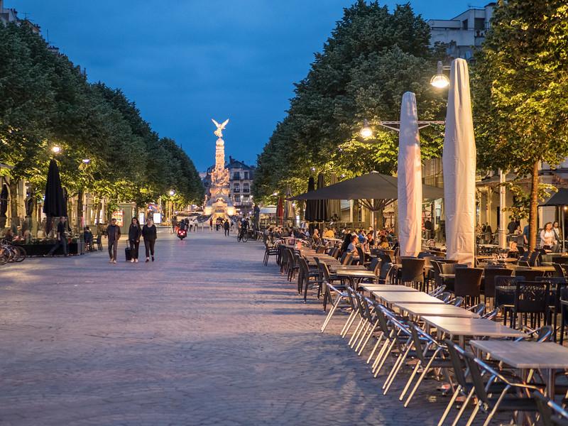 Reims at night