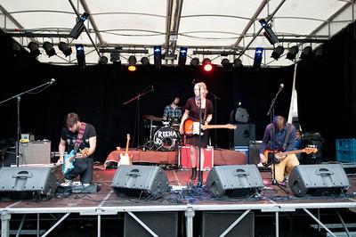 Reena Riot met Band