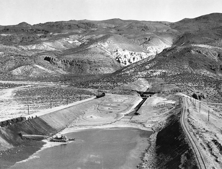 . A overview of early excavation for building the L.A. Aqueduct to Owens Valley, done between 1907 and 1913. The aqueduct was considered the 2nd greatest engineering accomplishment of its age, after the Panama Canal. Here water is pulled from the river and used under pressure for excavation.   (1910)  (Los Angeles Public Library)