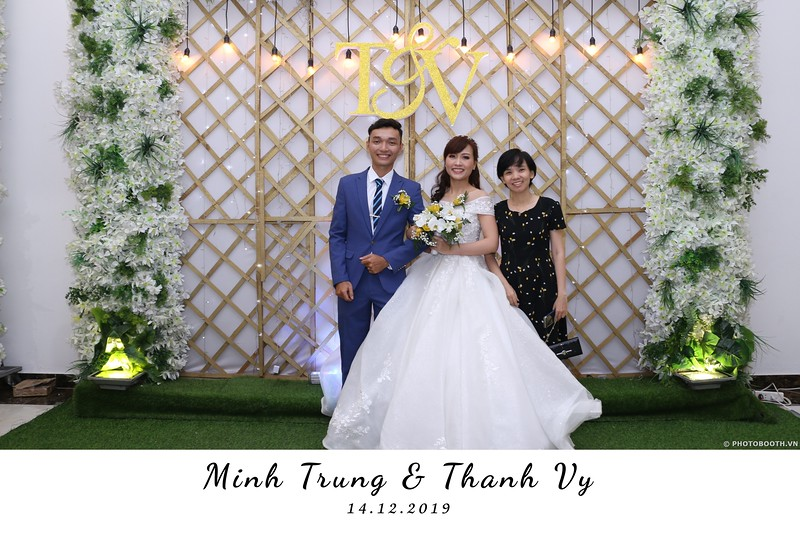 Trung-Vy-wedding-instant-print-photo-booth-Chup-anh-in-hinh-lay-lien-Tiec-cuoi-WefieBox-Photobooth-Vietnam-093.jpg