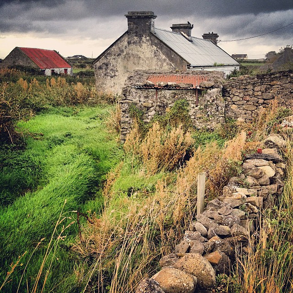 The beauty of an Ireland road trip: the little things. Am a big fan of old Irish farmhouses dotting, gracing the hills with their bits of red roofs, rusted and rustic. County Sligo #dna2ireland