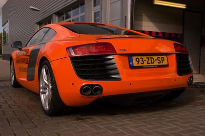 R8 Orange