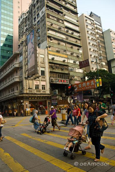 aeamador©-HK08_DSC0197-2      Hong Kong. Kowloon. Tsim Sha Tsui. I see they also like strollers.