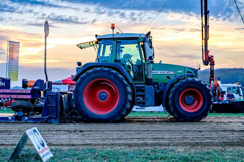 Tractor Pulling 2015-2040.jpg