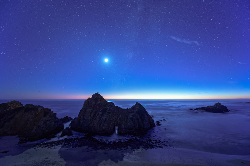 Moonset Over Keyhole Arch