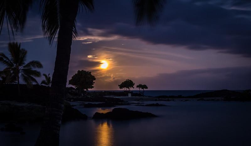 Moonset at Honokohau Bay