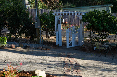 08-31-2018 Sunset House Fences and Flowers