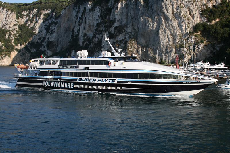 HSC SUPER FLYTE arriving to Capri.