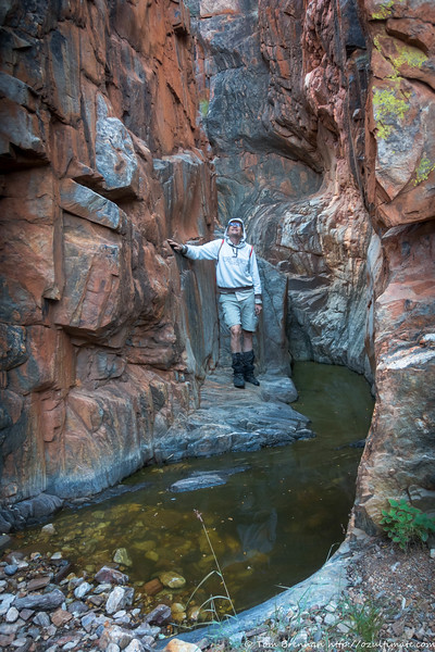 Roger in one of the two scoopholes (see p48/49 of The MacDonnell Ranges by Frank Rigby/Henry Gold) - the other is a few metres upstream