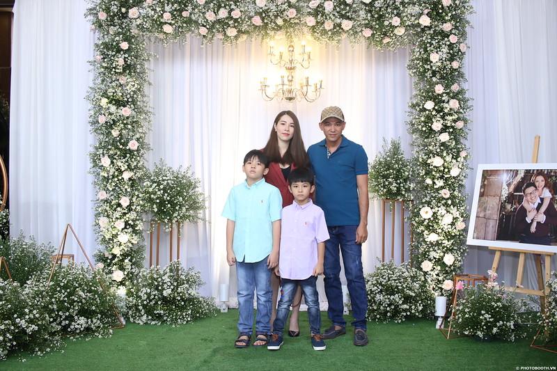 Vy-Cuong-wedding-instant-print-photo-booth-in-Bien-Hoa-Chup-hinh-lay-lien-Tiec-cuoi-tai-Bien-Hoa-WefieBox-Photobooth-Vietnam-022.jpg