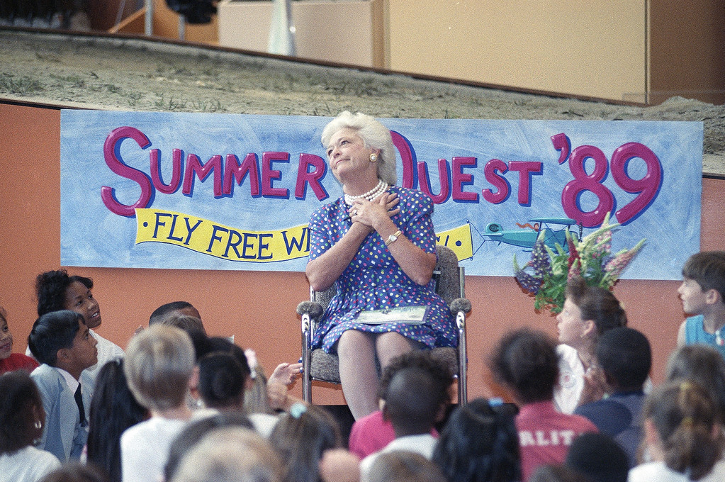 """. First lady Barbara Bush gestures while meeting with Washington area students at the Smithsonian  Institution\'s Air and Space Museum, Monday, June 12, 1989 in Washington, to kick off the """"Summer Quest \'89, Fly Free with Books"""" campaign. (AP Photo/J. Scott Applewhite)"""