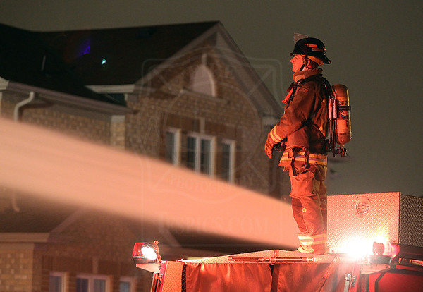 Mississauga, ON - Working Fire - St Barbara Blvd / Panhellenic Dr - March 05, 2011