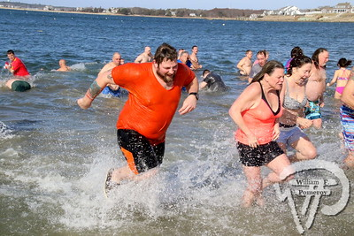 PHINNEYS BEACH — polar bear plunge — Bourne, MA 1 . 27 - 2018