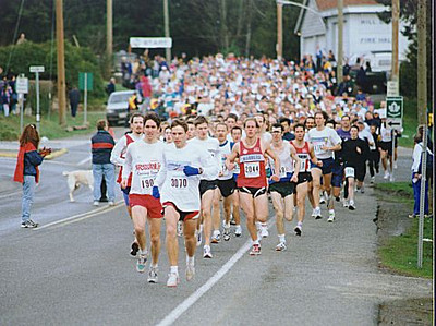 1999 Mill Bay 10K - Rob Harmsworth leads the pack after the downhill start