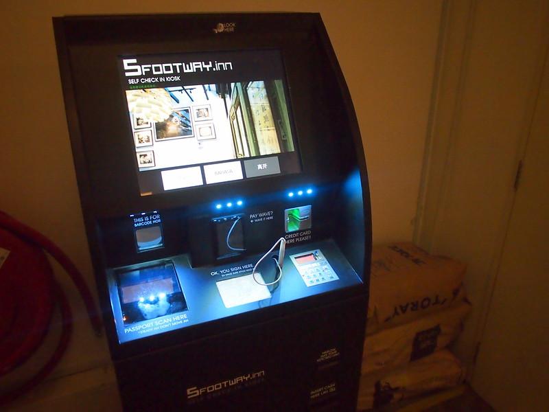 P5102310-check-in-machine.JPG