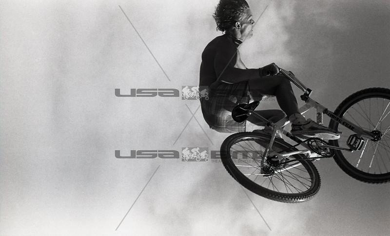 1984-River Jump298.jpg