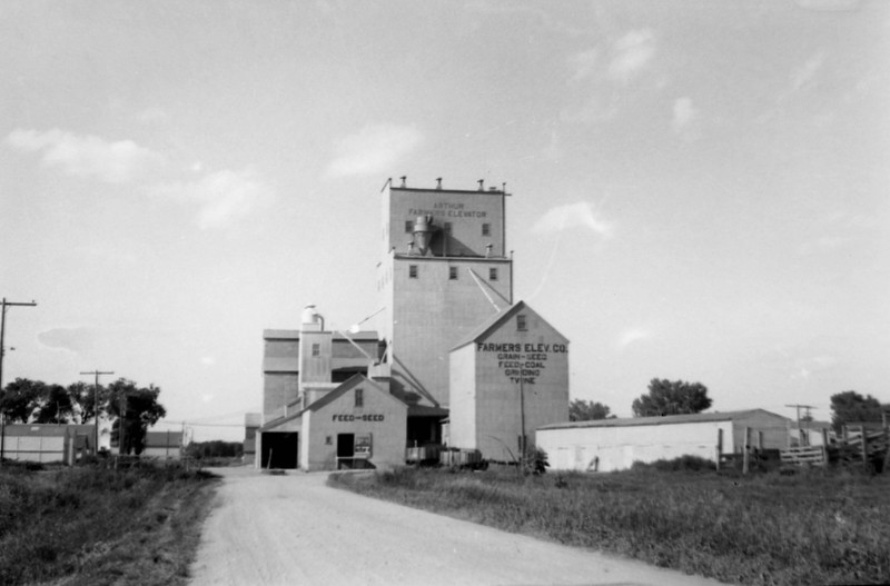 ARE024.  Arthur Farmers Elevator – Aug 1953.jpg