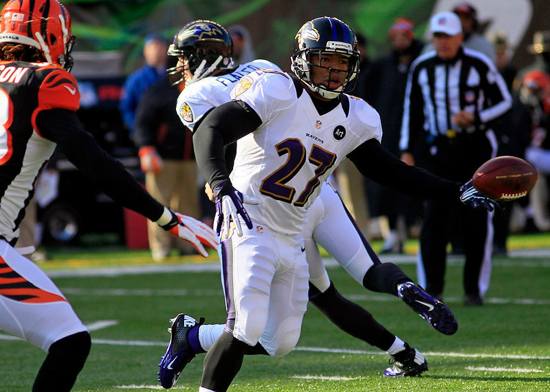 . Baltimore Ravens running back Ray Rice (27) laterals the ball in the first half of an NFL football game against the Cincinnati Bengals, Sunday, Dec. 30, 2012, in Cincinnati. (AP Photo/Tom Uhlman)