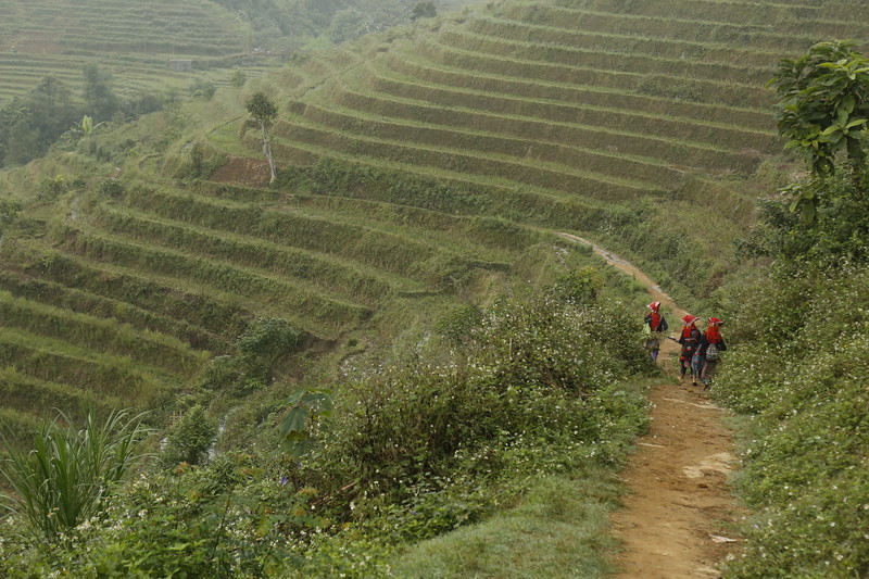 Red Duo women begin trek back to the beginning of the trail.