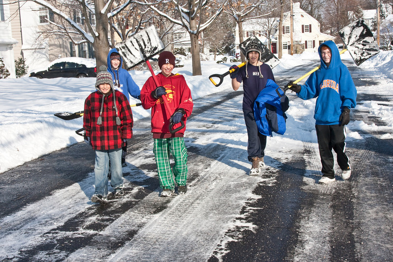 (1) Pslip Slug #: (Pending); (2) Ridgewood, NJ; (3) 01/12/2011; (4) Ridgewood Responds to Another Snow Storm; (5) Potential entrepeneurs (L-R) Jesse, Brendan, Gabe, Eli and Brian take advantage of a snow day on 1/12/2011 to offer their services to neighbors; (6) W.H. Grae for the Ridgewood News.