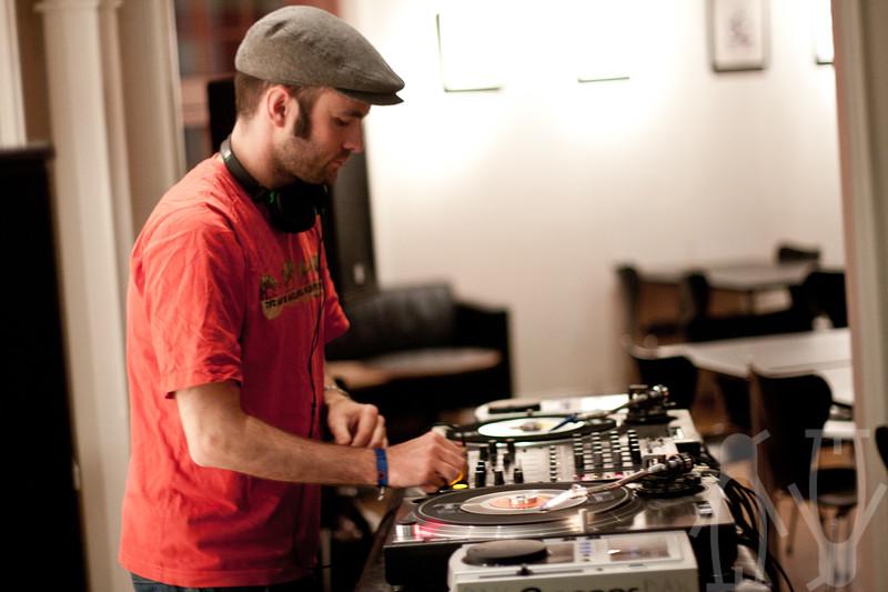 2010-07-24-DJ'er_på_sommerkvarteret-Adrian_Nielsen-03.jpg
