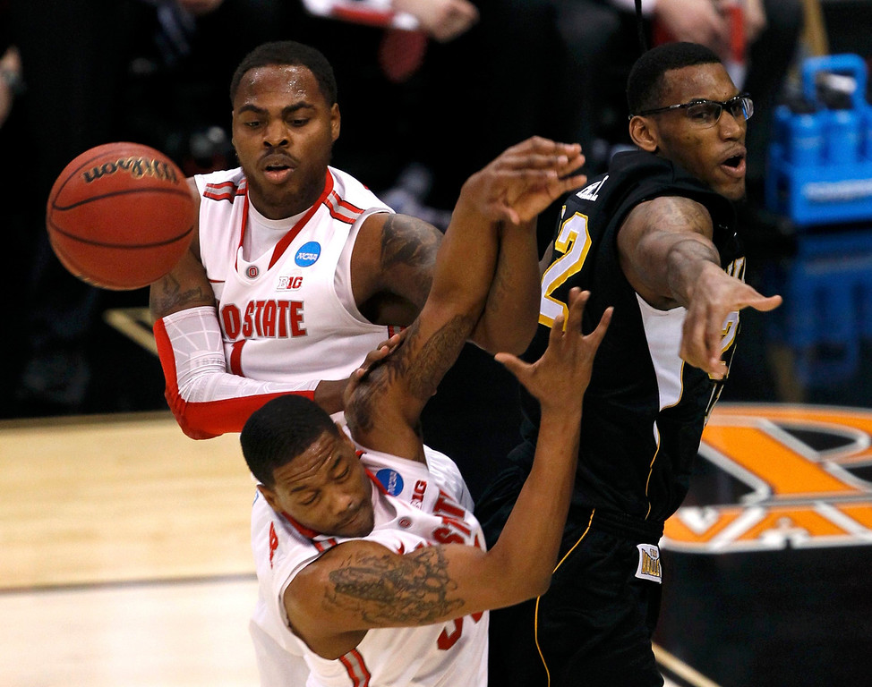 . Wichita State Shockers forward Carl Hall (R) is stopped from scoring by Ohio State Buckeyes\' Deshaun Thomas (L) and Lenzelle Smith, Jr. (C) during the first half of their West Regional NCAA men\'s basketball game in Los Angeles, California March 30, 2013. REUTERS/Alex Gallardo