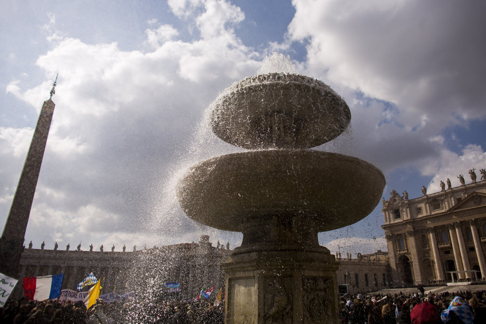 . Blowing water from fountain on February 24, 2013 in Vatican City, Vatican. Pope Benedict XVI delivers his last Angelus Blessing from the window of his private apartment to thousands of pilgrims gathered in Saint Peter\'s Square on February 24, 2013 in Vatican City, Vatican. The Pontiff will hold his last weekly public audience on February 27, 2013 before he retires the following day. Pope Benedict XVI has been the leader of the Catholic Church for eight years and is the first Pope to retire since 1415. He cites ailing health as his reason for retirement and will spend the rest of his life in solitude away from public engagements.  (Photo by Carsten Koall/Getty Images)