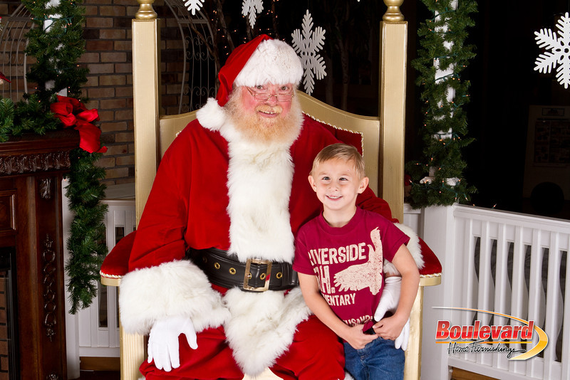 Santa Dec 8-308.jpg