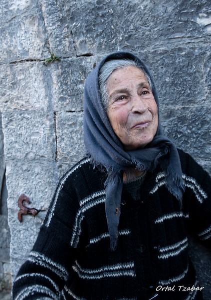 הזקנה בכנסיה 2.jpg