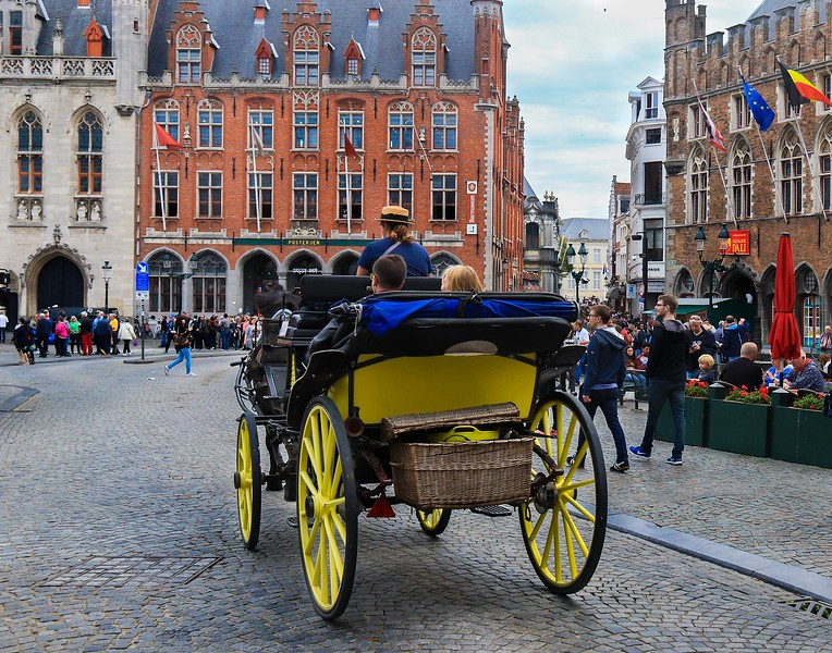 Records of people settling in Bruges go back to the 9th century, but the Golden Era of Bruges began about 500 years after that.