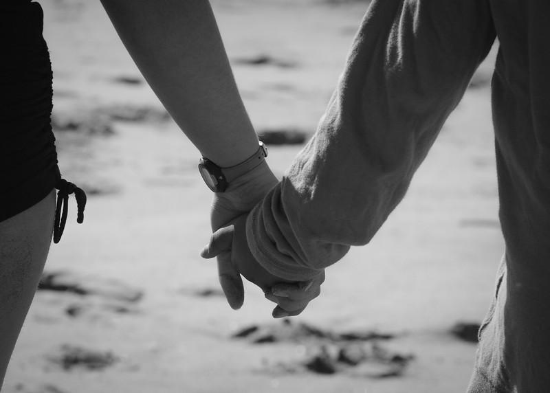 Paharo_2-13-15_Holding hands-2151.jpg