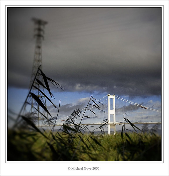 Through the reeds to the Severn Bridge (68921807).jpg