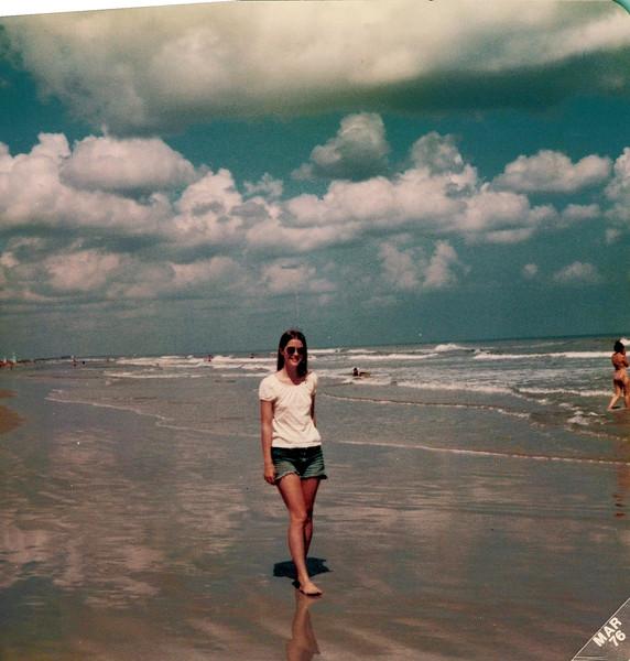 1976 Elaine on the beach in Florida.jpeg