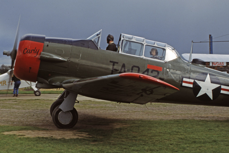 G-BGHU-NorthAmericanT-6GTexan-Private-EGKH-2000-03-26-GY-22-KBVPCollection.jpg