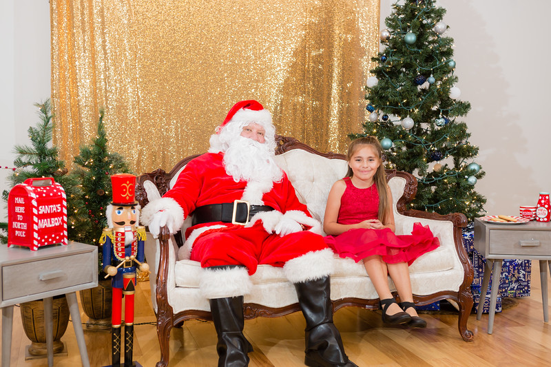 FADS Picture with Santa-281.jpg