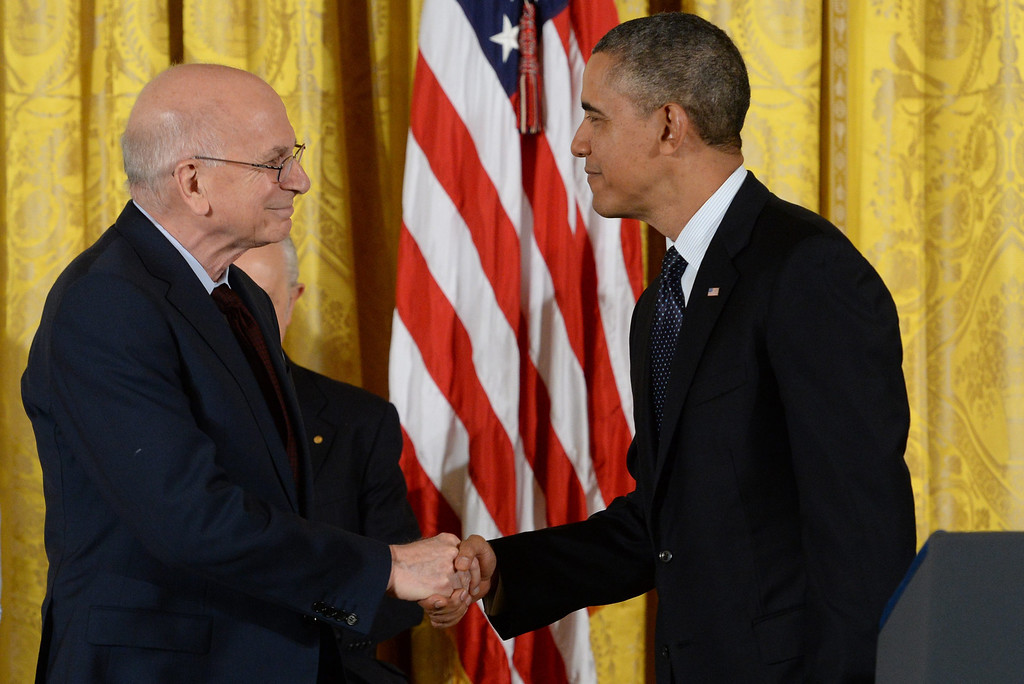 . Israeli-American psychologist Daniel Kahneman (L) shakes hands with US President Barack Obama (R), before being awarded the Presidential Medal of Freedom, in the East Room of the White House in Washington DC, USA, 20 November 2013.   EPA/MICHAEL REYNOLDS