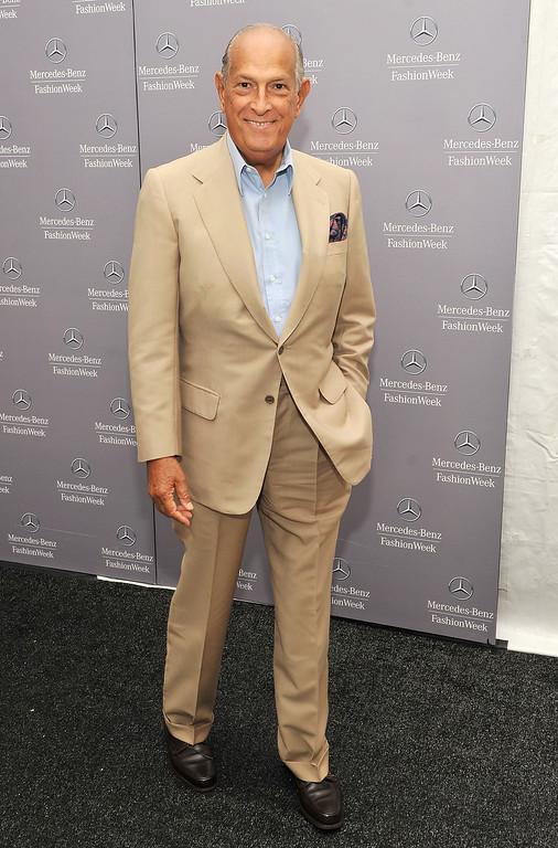 . Designer Oscar de la Renta arrives at Lincoln Center during Spring 2012 Mercedes-Benz Fashion Week on September 11, 2011 in New York City.  (Photo by Stephen Lovekin/Getty Images  for Mercedes-Benz Fashion Week)