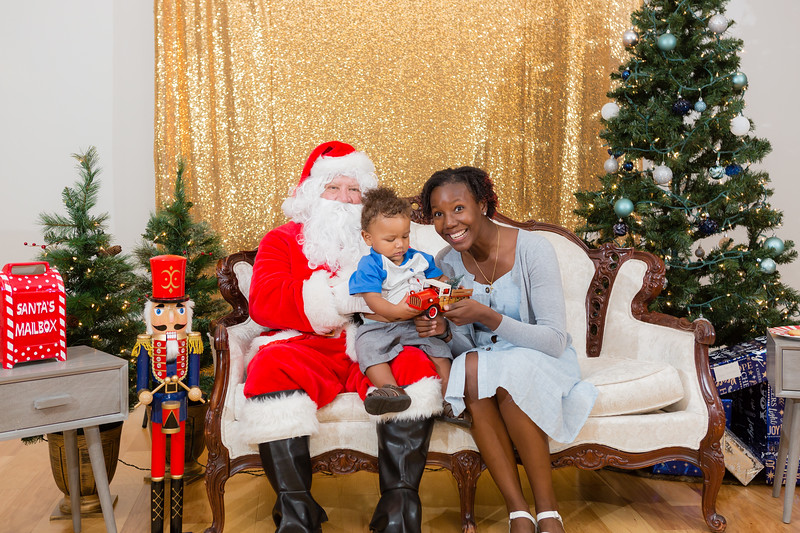 FADS Picture with Santa-258.jpg