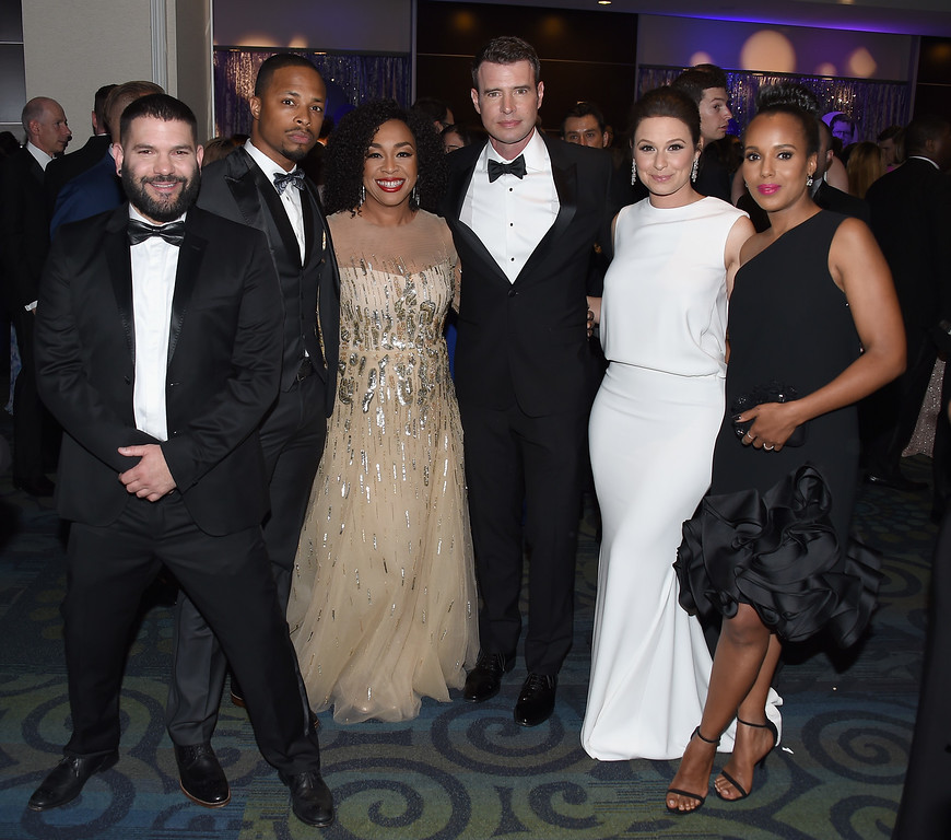 . (L-R) Guillermo Díaz, Cornelius Smith Jr., Shonda Rhimes, Scott Foley, Katie Lowes and Kerry Washington attend the Yahoo News/ABC News White House Correspondents\' Dinner Pre-Party at Washington Hilton on April 30, 2016 in Washington, DC.  (Photo by Nicholas Hunt/Getty Images for Yahoo)