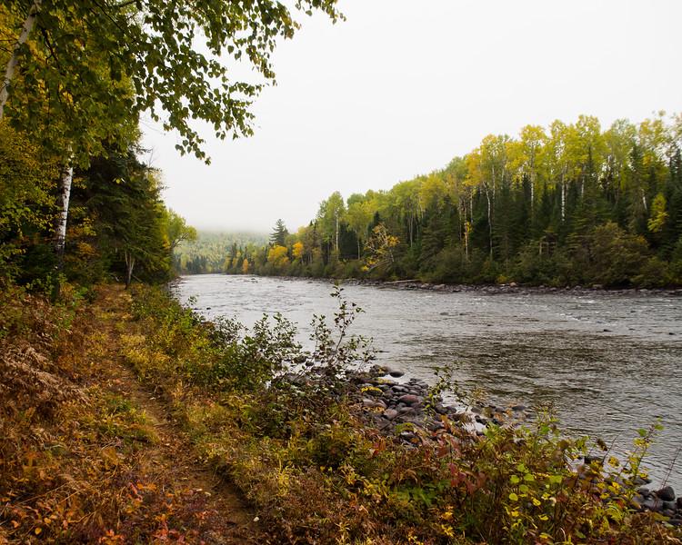 Sentier le long de la rivière Malbaie