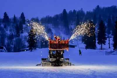 12242017    Santa,  torch parade and  Fireworks