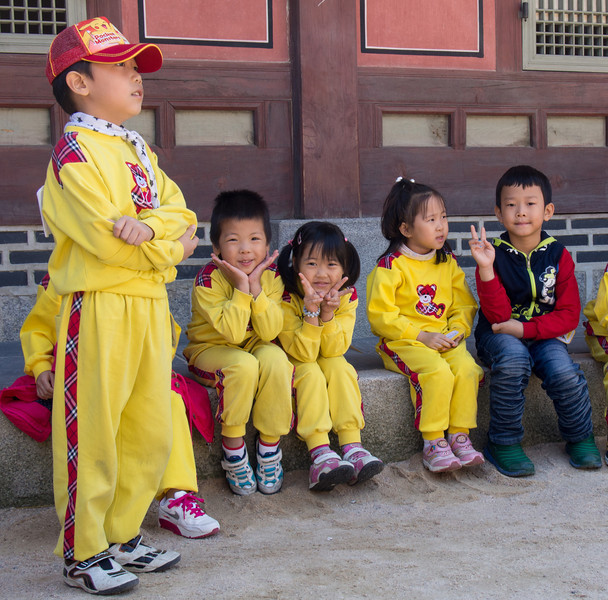 We played with some kids at Gyeongbok Gung palace.