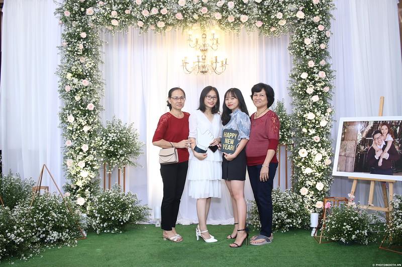 Vy-Cuong-wedding-instant-print-photo-booth-in-Bien-Hoa-Chup-hinh-lay-lien-Tiec-cuoi-tai-Bien-Hoa-WefieBox-Photobooth-Vietnam-006.jpg