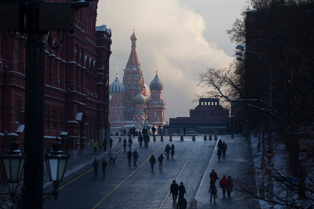 . People walk to Red Square shrouded in cold mist, with the St. Basil\'s Cathedral, center, and Lenin mausoleum, right, in Moscow, Monday, Jan. 9, 2017. The temperature plunged to minus -21 Celsius (minus-6 F). (AP Photo/Alexander Zemlianichenko)