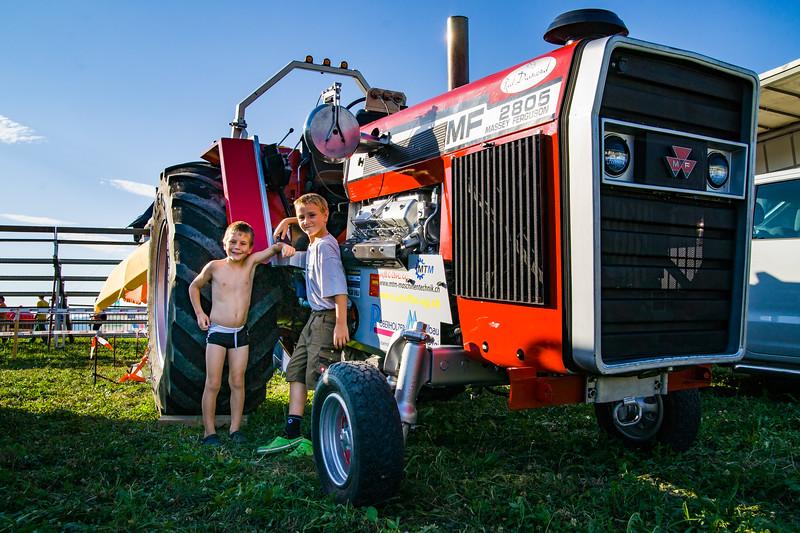 Tractor Pulling 2015-01592.jpg