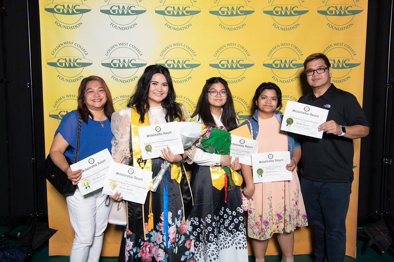 Scholarships-Awards-2019-0822.jpg