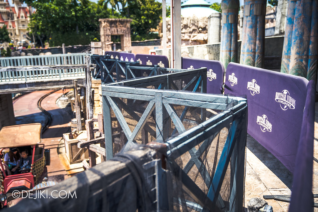 Universal Studios Singapore Halloween Horror Nights 8 construction update / Cannibal scare zone Treasure Hunters black nets